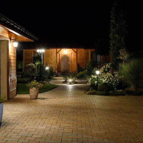 Realizacja Borowiny - Ekoland Ogrody - ogród nocą